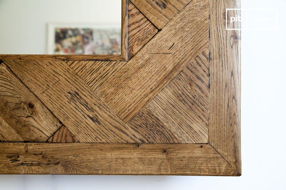 El espejo de madera Queens es un elemento decorativo excepcional que traerá un toque de carácter a