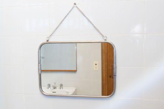Espejo de pared con cadena Gabin
