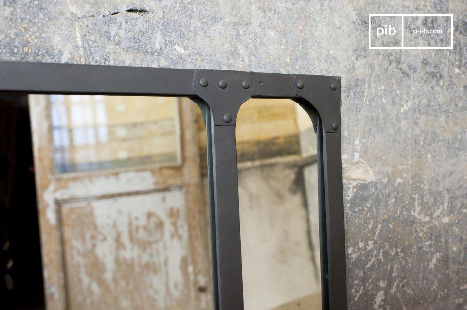El espejo Eiffel es una hermosa representación clásica del diseño industrial