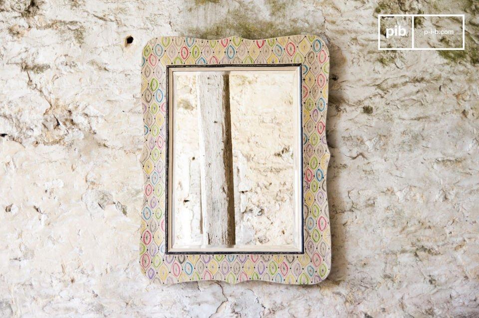 El espejo Joan es un elegante accesorio de decoración que aportara un toque colorido  a su interior