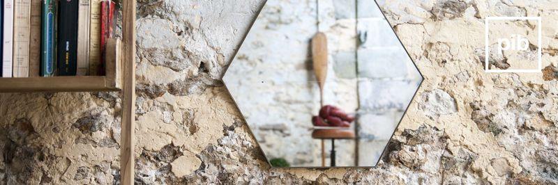 Espejos modernos escandinavos pronto de nuevo en la colección