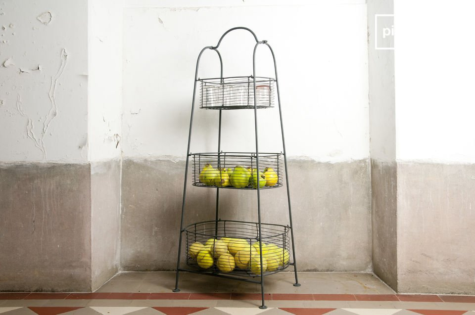 Estante de metal gris con 3 cestas