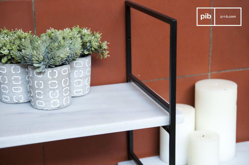 La elegancia de un estante modular escandinavo en metal negro y mármol