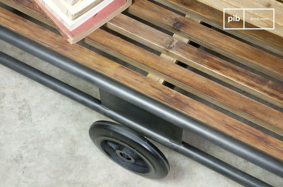 Con sus dos ruedas, estos muebles de madera y metal son fácilmente movibles