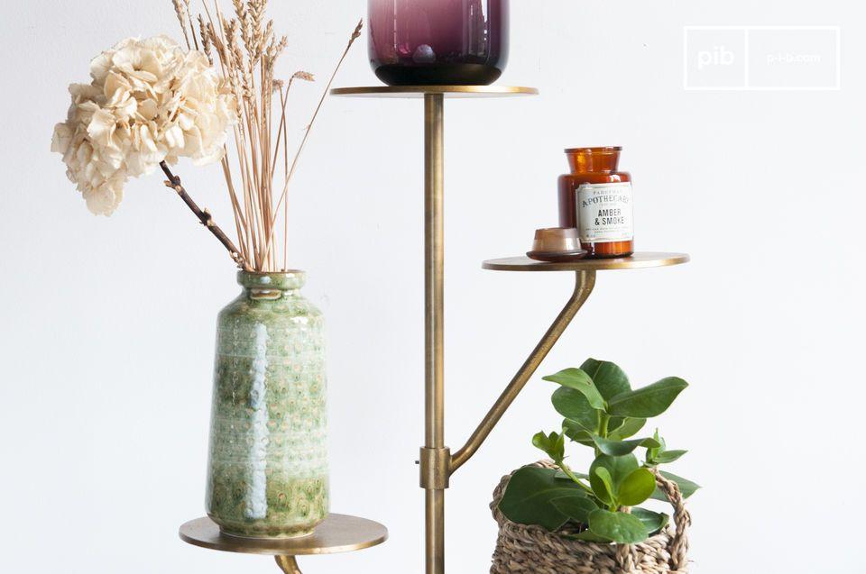 Ideal para plantas en una sala de estar o bolsas y sombreros en una entrada