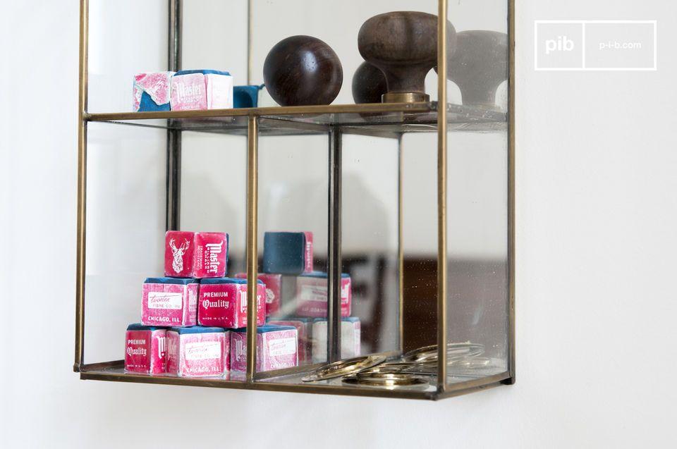 Un almacenamiento de pared que mostrará sus pequeños objetos gracias a sus paredes de cristal