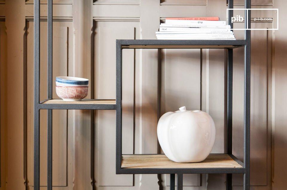 Elegante estantería hecha de madera y metal