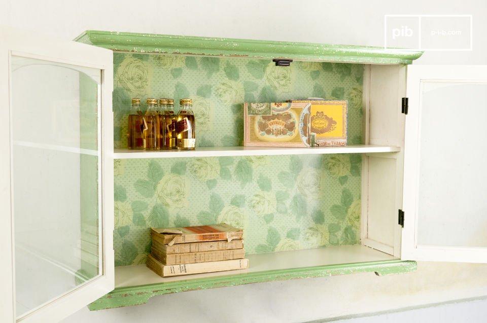 Gabinete con puertas de vidrio con un sutil toque rustico