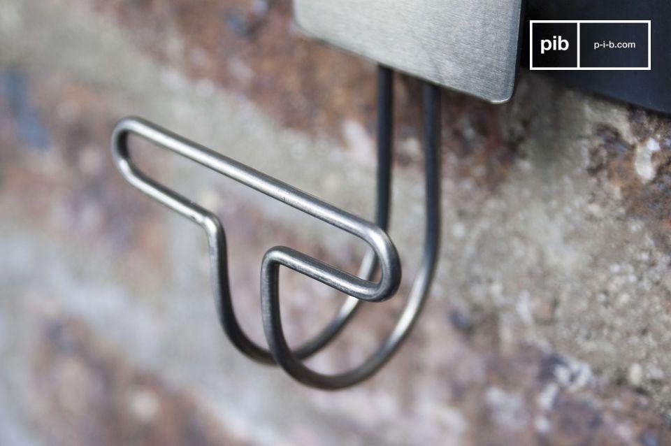 Estas perchas de metal se venden por pares