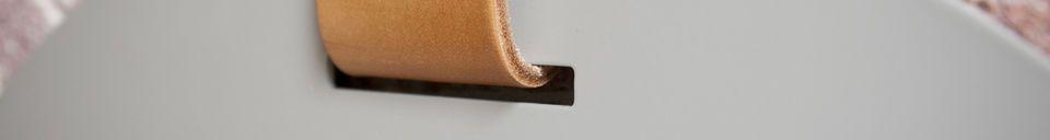 Descriptivo Materiales  Gran espejo de entrada con correa