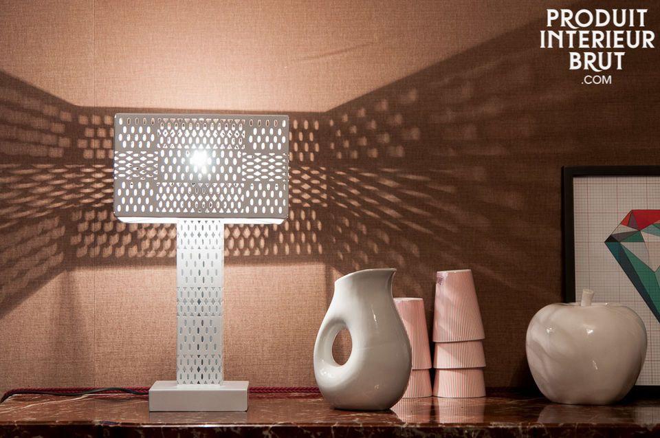 El jarrón Orko es un pequeño accesorio decorativo que destaca por sus formas redondas