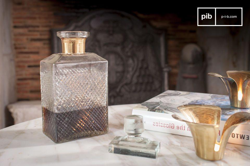 Una botella elegante para el whisky