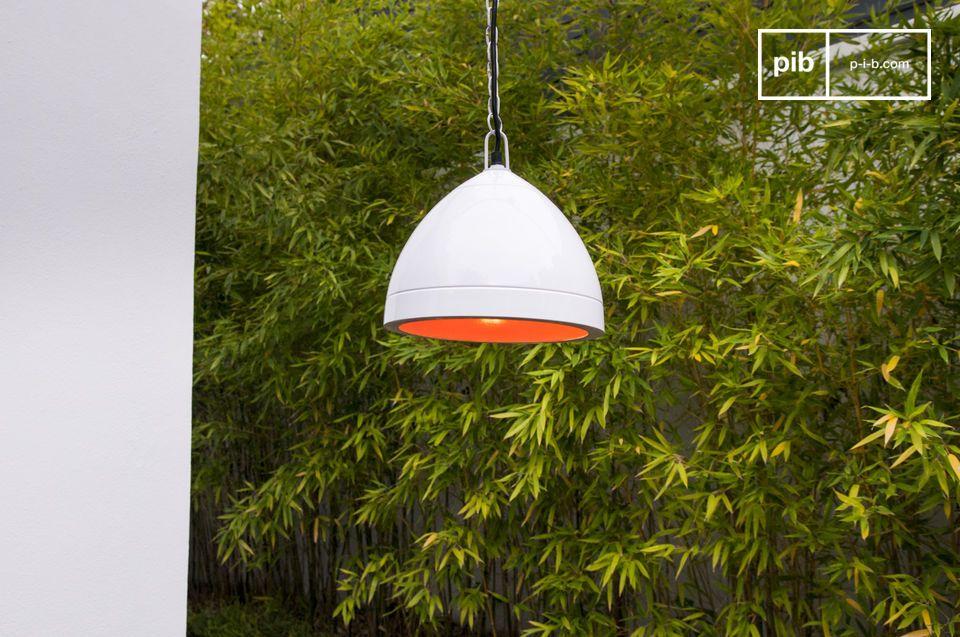 Esta lámpara también está disponible en los colores rojo y negro.