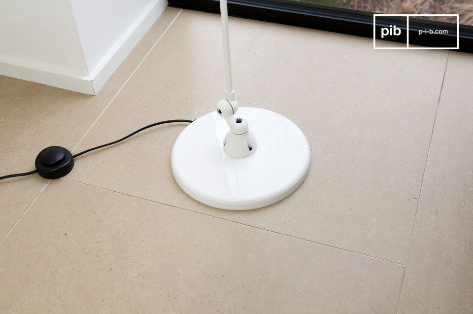 Esta lámpara JIELDE de piso será de todo su interés gracias a sus elegantes líneas sobrias y