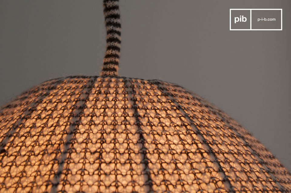 Una lámpara colgante con un suave toque nórdico
