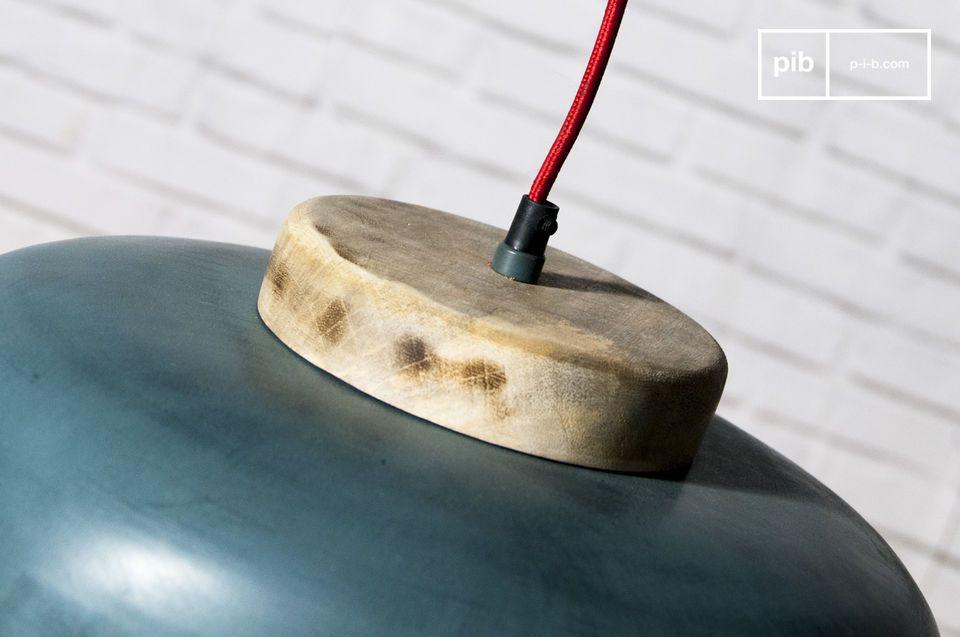 El interior de la lámpara es blanco para una máxima difusión de la luz