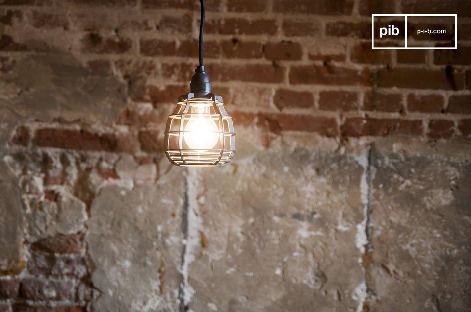 La lámpara colgante Bristol es una luz neo-retro directamente inspirada de las antiguas lámparas
