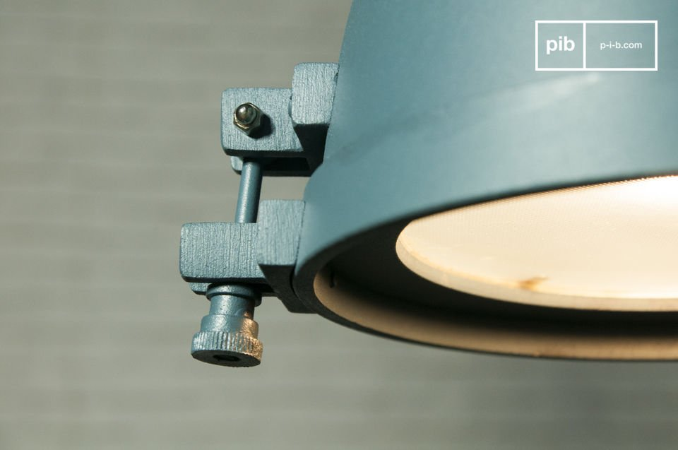 Una hermosa lámpara de diseño industrial