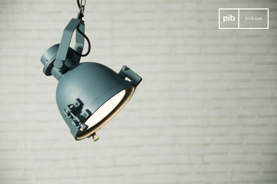 ¿Por qué no probar esta luz industrial de acero y de aluminio fundido?