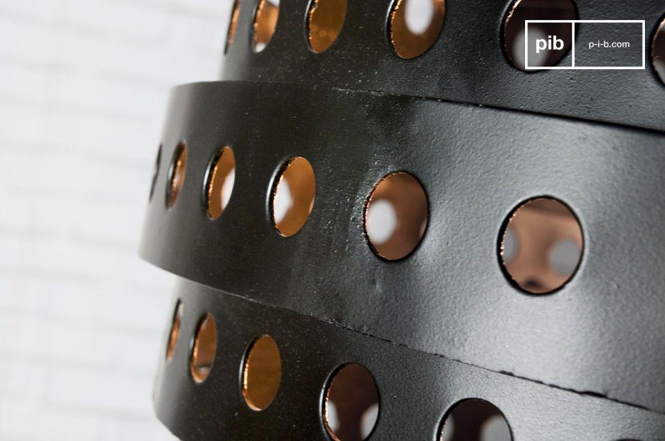 La lámpara colgante Folane es un artículo de diseño que brillará dentro de su interior