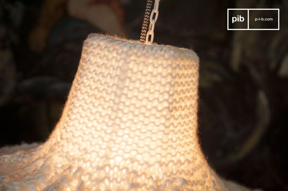 La lámpara colgante Lana tiene la ventaja de emitir calor