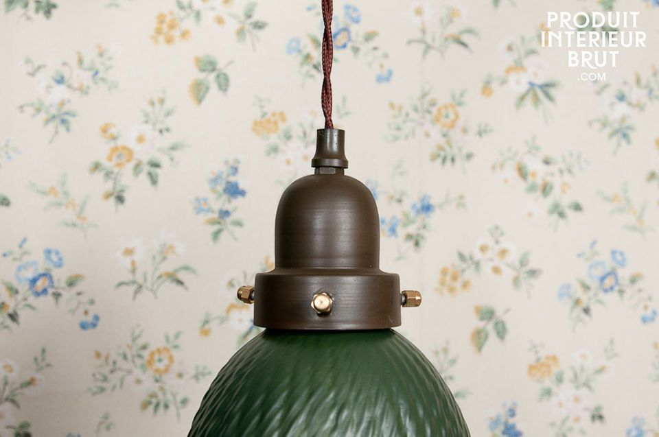 Esta pequeña lámpara colgante muy elegante