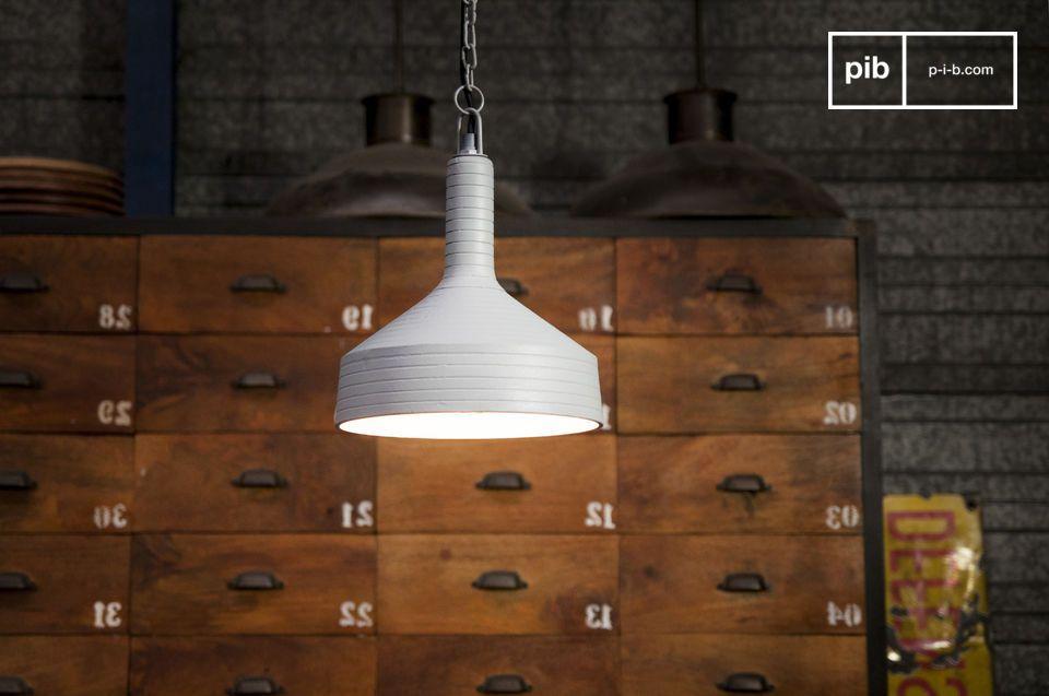 Una lámpara con un diseño único y originales líneas