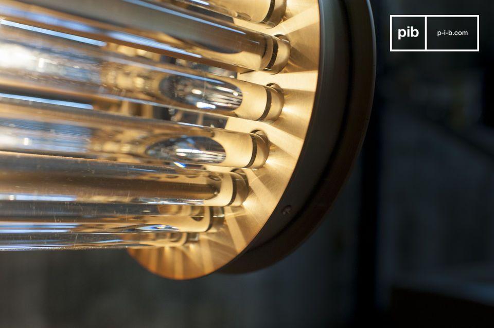 Compuesta por tubos de vidrio incrustados en los extremos de latón