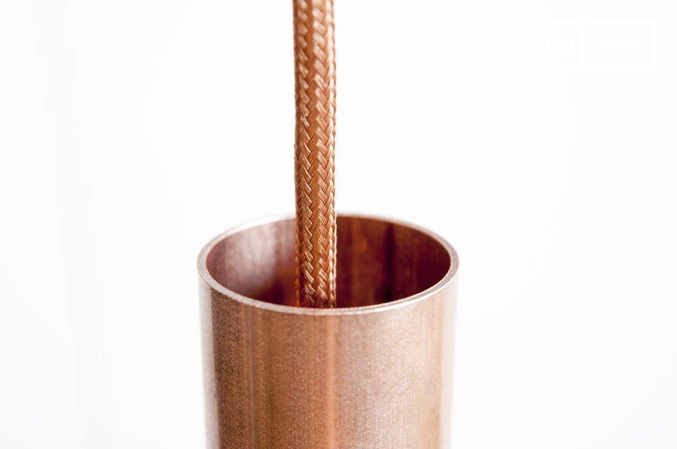 Lámpara de color cobre con todo el estilo vintage