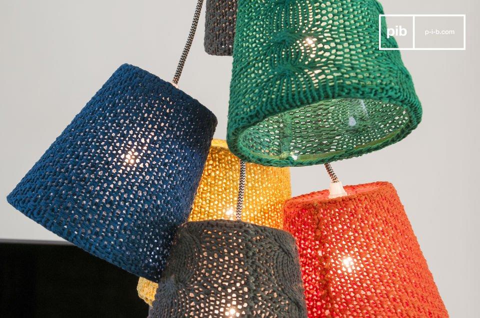 Una lámpara de diseño con colores radiantes