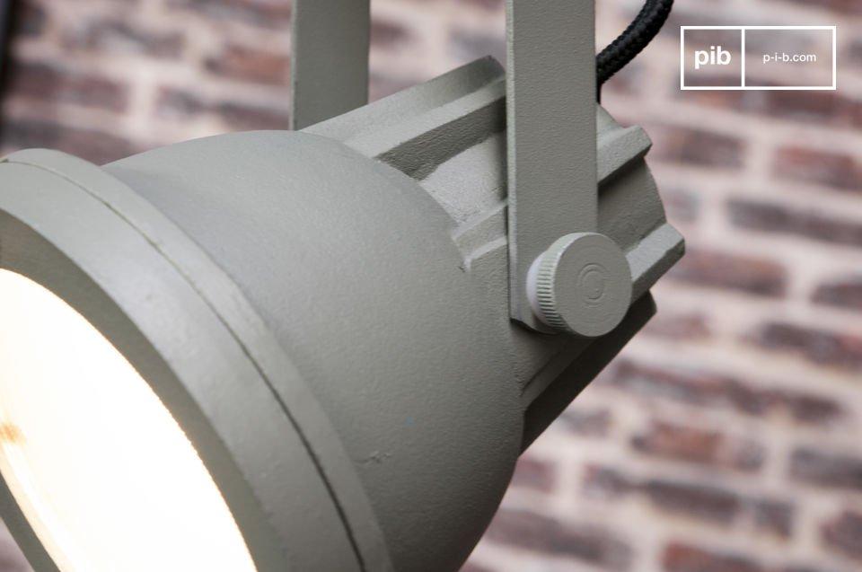 La lámpara colgante Weissmuller es un accesorio de iluminación que añadirá un toque industrial a