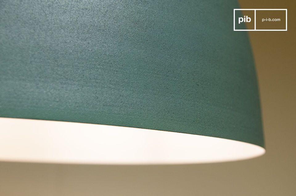 La luz se ilumina cuando se enciende la lámpara para iluminar el techo con un toque suave