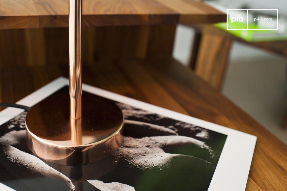 La pequeña lámpara de mesa Gryde propagará luz por todo su interior