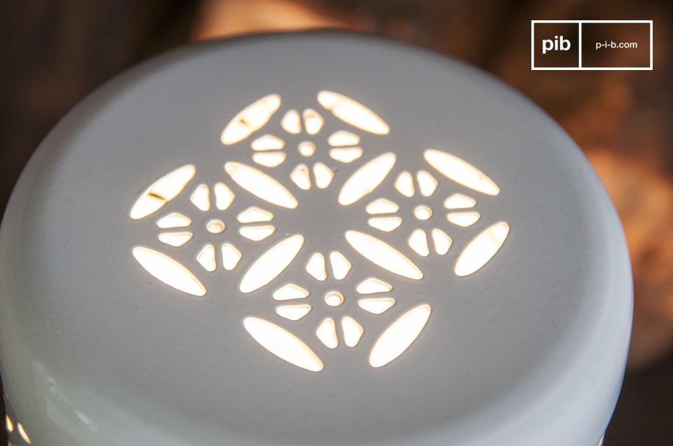 La lámpara de mesa Lenie es un pequeño artículo lleno de encanto que le dará a sus veladas