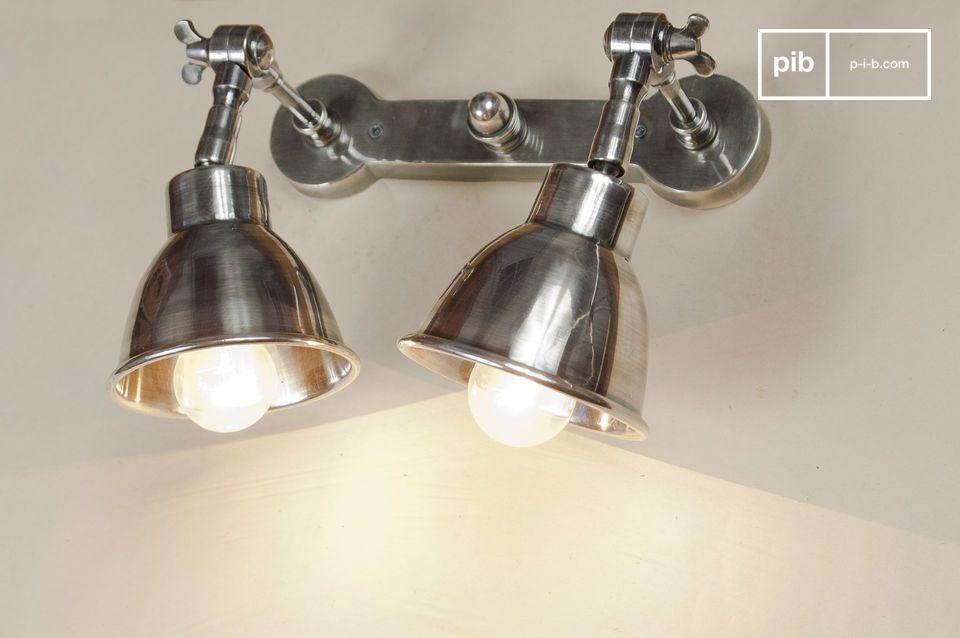 Esta lámpara doble se vería maravillosa por encima de una cama o alumbrando una superficie de