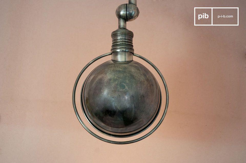 El verdadero estilo industrial vintage emerge de esta lámpara de pared con sus dos brazos