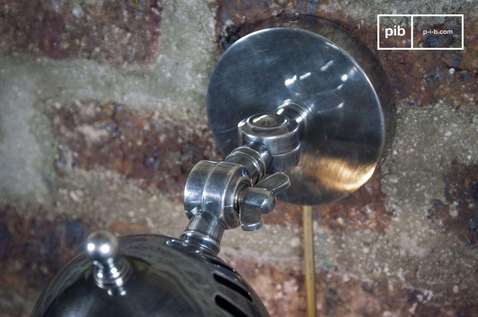 Coloque esta lámpara encima de la cabecera de una cama, un sofá o una encimera