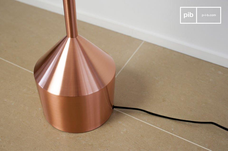 La lámpara estándar Käsipa es una gran pieza que añadirá todo el sofisticado carácter