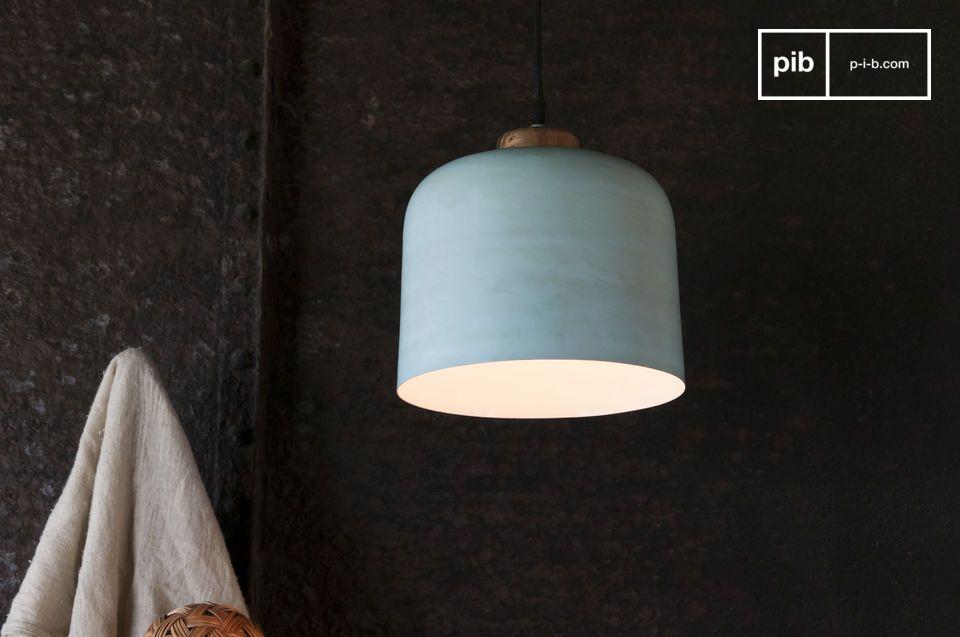 Lámpara suspendida en forma de campana con acentos norteños