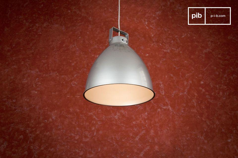 Lámpara de techo sobria y elegante, hecha para durar más de 50 años