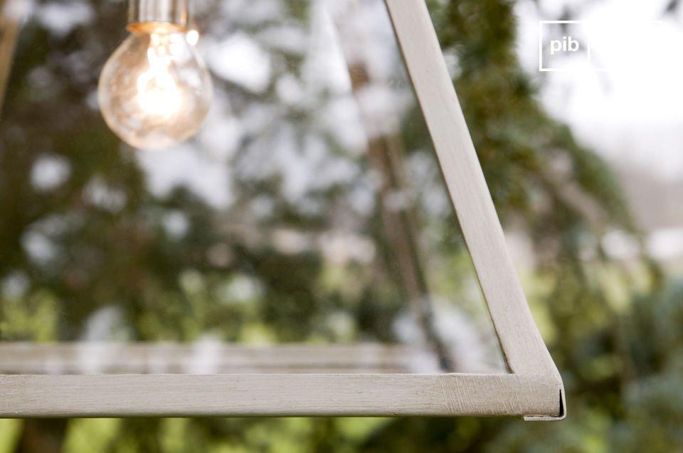 Esta lámpara de techo de cristal tiene todo el estilo y encanto