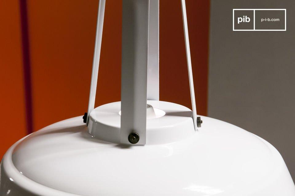 La lámpara de techo blanca Walter le dará un estilo vintage a la habitación en la que usted la