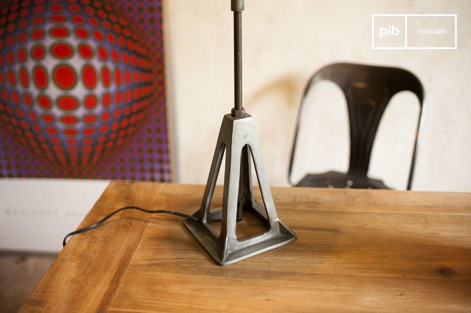 La lámpara Eprion es un ejemplo perfecto de una lámpara retro con todo el estilo industrial