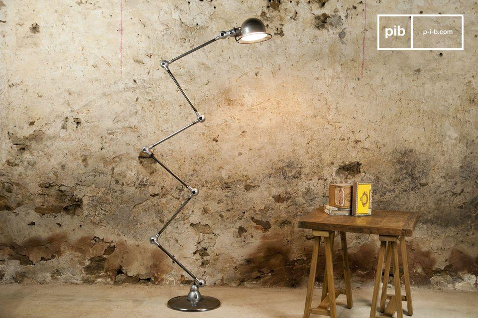 Un icono del diseño industrial, hermosa lámpara de 6 brazos