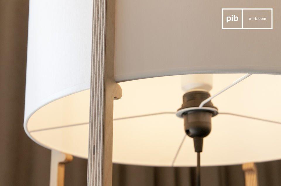 Una estructura de madera fina que soporta una pantalla con todo el estilo de las líneas