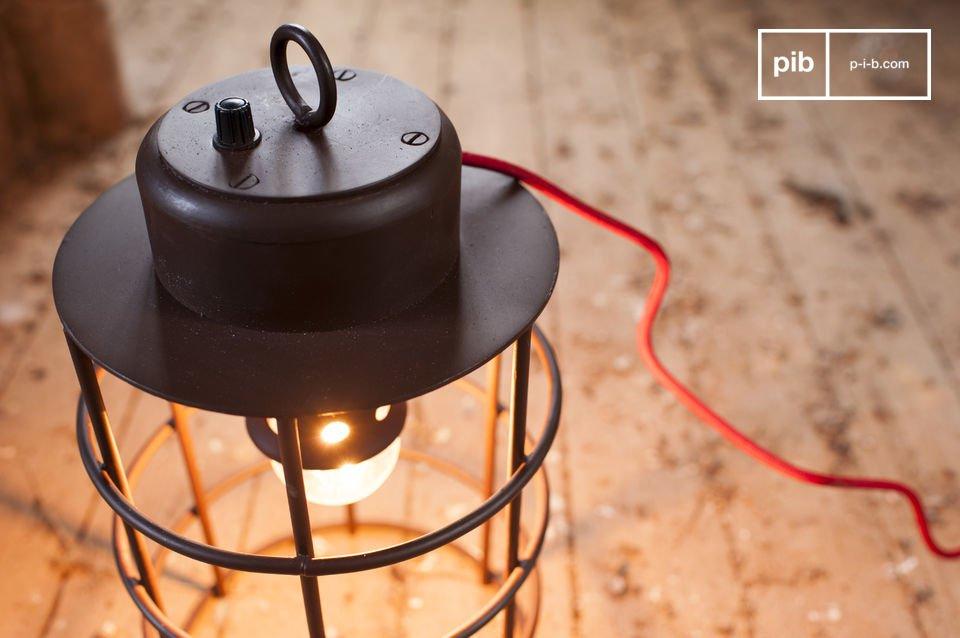 La lámpara Nautilus tiene el encanto industrial que se integrará perfectamente en su hogar
