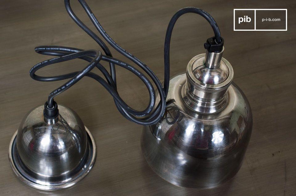 Una lámpara colgante en el encanto del estilo vintage
