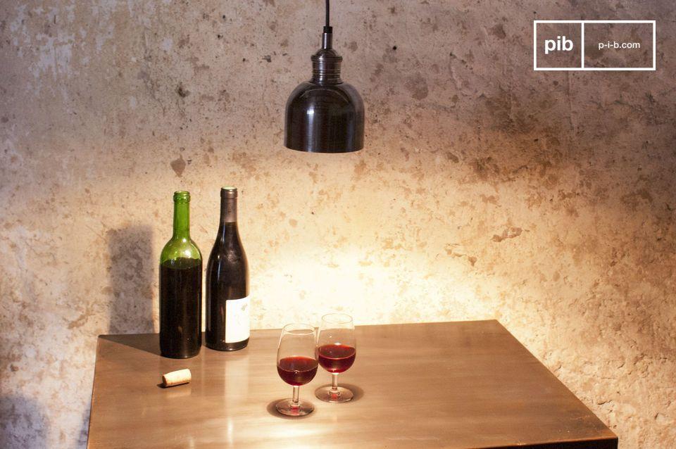 Una pequeña lámpara colgante para iluminar una cabecera, un bar o una mesa