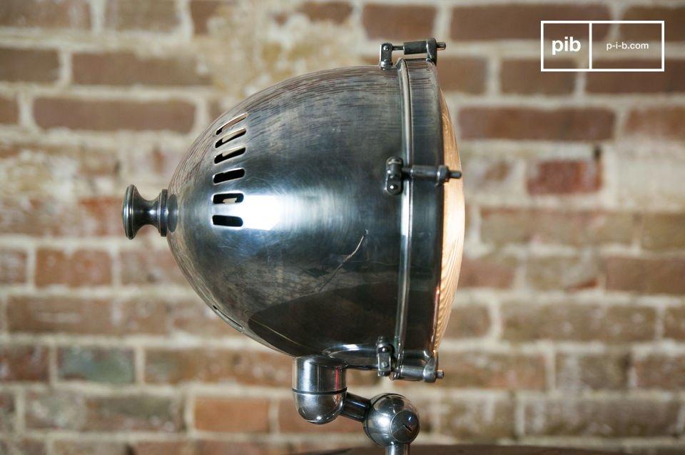 Lámpara plateada con dimensiones: 34x24x24cm