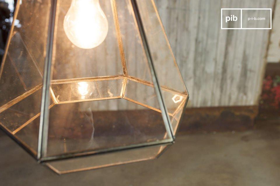 La lámpara suspendida en vidrio Pia es un luminario retro que va a dar estilo a su lugar
